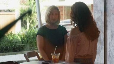 Rita revela a Lígia que Lara lhe ofereceu dinheiro para desistir de Nina - Lígia fica chocada ao saber que Lara ofereceu dinheiro a Rita e ainda subornou o gerenta da loja onde a jovem trabalha