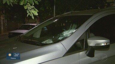 Menor é suspeito de apedrejar carros para roubar motoristas em Ribeirão Preto - Polícia Rodoviária foi acionada por família vítima do adolescente na Rodovia Anhanguera.