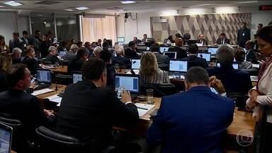 CCJ do Senado aprova relatório que pede suspensão do Decreto das Armas - O parecer ainda precisa passar pelos plenários do Senado e da Câmara dos Deputados. Enquanto o texto tramita no Congresso Nacional, os decretos do presidente Jair Bolsonaro continuam valendo.