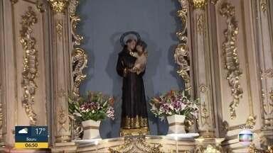 Igrejas de Santo Antônio celebram missas e preparam bolo neste 13 de Junho - Santo casamenteiro recebe pedidos dos fiéis