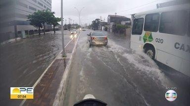 Chuva causa alagamentos no Grande Recife - Em diversos bairros, há ruas alagadas.
