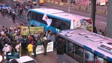 Avenida Brasil foi um dos pontos de protestos contra a reforma da Previdência - Um dos pontos de protesto contra a reforma da Previdência e os cortes na educação foi na Avenida Brasil. O trânsito foi afetado.