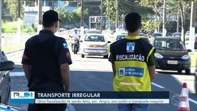 Fiscalização para coibir o transporte irregular é realizada em Angra dos Reis - Operação está sendo feita em diversos pontos da cidade.