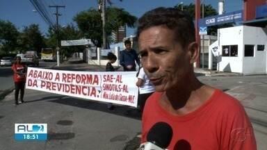 Escolas do Cepa e bancos não funcionam em dia de protesto em Maceió - Algumas lojas do Centro abriram, apesar do pouco movimento.