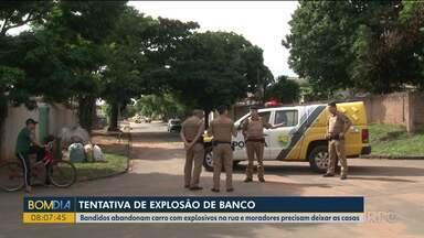 Carro com bombas é abandonado por bandidos - Bandidos tentaram assaltar um banco.