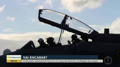 """""""Vai Encarar?"""" sobrevoa a Região dos Lagos do Rio de caça da Marinha - Gustavo Garcia faz voo em A-4 Skyhawk."""