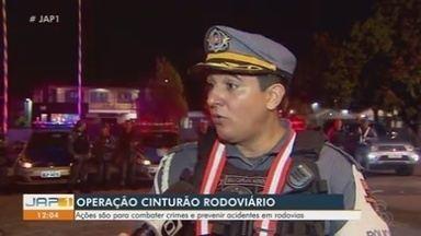 """PM faz operação em quatro rodovias de Macapá para combater crimes e acidentes - Cerca de 100 policiais participaram da operação """"Cinturão Rodoviário""""."""