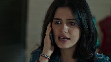 Laila se desespera com a acusação de Helena - Ela pede que Jamil vá a seu encontro na delegacia. Com a confusão, Santinha fica responsável pela loja de Miguel
