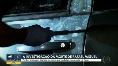 Peritos buscam digitais em carro que pode ter sido usado por assassino de Rafael Miguel - A polícia continua pocurando o comerciante Paulo Cupertino Matias, principal suspeito pelas mortes do ator e de sua família