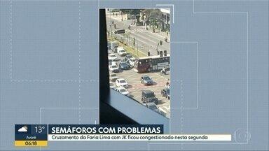 Semáforos com problemas - Cruzamento da Faria Lima com a Juscelino Kubitscheck ficou congestionado nesta segunda.