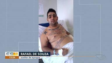 Motociclista arremessado em acidente diz que ficou consciente após a batida, em Vila Velha - Ele continua internado, mas não teve ferimentos graves.