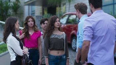 Filipe afirma que não acredita nas acusações de Rita - A jovem também acusa Joaquim de estragar a vida de Nina por não deixá-la conviver com a mãe biológica