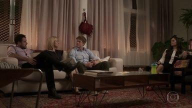 Lígia teme que Filipe ainda esteja envolvido com Rita - Ela comenta com Joaquim e Lara que o filho não está bem, mesmo com a vitória que a família teve na justiça