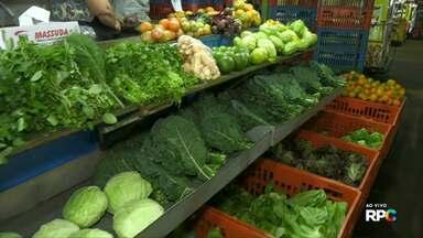 Tempo seco tem colaborado com a qualidade das hortaliças - Segundo os produtores da feirinha do produtor em Cascavel, os preços não sofreram alteração.