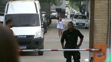 Mulher que passou 11 dias presa injustamente deixa a cadeia, no Rio - Verdadeira suspeita, irmã de Danielle, está foragida