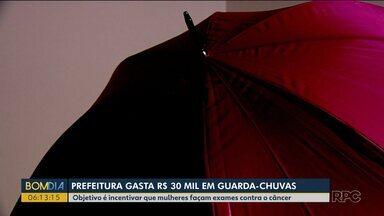 Prefeitura de Palotina gasta R$ 30 mil em guarda-chuvas - Objetivo é incentivar que mulheres façam exames contra o câncer.