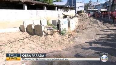 O RJ Móvel foi ao bairro de Jacarepaguá, nessa quarta-feira - Os moradores da rua Virgínia Vidal reclamam de uma obra que está parada.