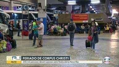Rodoviária Novo Rio registra alto movimento de passageiros no feriado de Corpus Christi - A expectativa é que 230 mil pessoas passem pelo terminal durante o todo o feriadão.