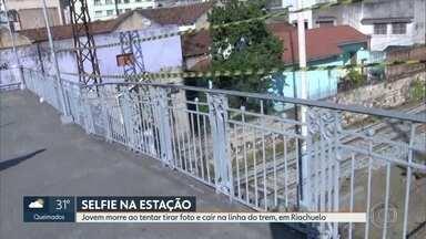 Jovem morre depois de cair da passarela da estação de trem de Riachuelo - Ele tentava tirar uma foto e se desequilibrou ao tomar um choque.