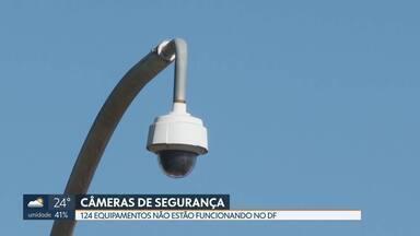 Câmeras de segurança que poderiam inibir a ação de bandidos estão quebradas - De 584 câmeras, 124 não estão funcionando. Muitas foram destruídas por vândalos. Outras apresentaram problemas.