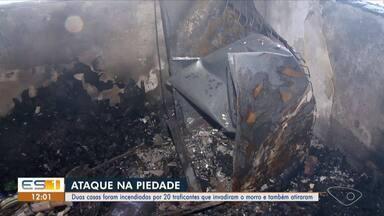 Casas são incendiadas e tiroteio é registrado no Morro da Piedade, em Vitória - A invasão de criminosos no bairro aconteceu às 20h30 da noite dessa quarta-feira (20). O policiamento foi reforçado na região. Nenhum suspeito foi preso.