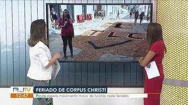 Tapetes de Corpus Christi enfeitam as ruas de Paraty - Celebração da Igreja Católica é marcada pela confecção dos tradicionais tapetes de rua montados pelos fieis.
