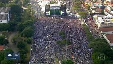 Marcha para Jesus reúne multidão na Zona Norte da capital - Uma série de shows animou as orações durante toda a tarde desta quinta-feira (20).