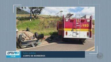 Mulher fica ferida após capotar com o carro na BR-460, em Carmo de Minas - Mulher fica ferida após capotar com o carro na BR-460, em Carmo de Minas