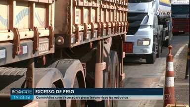 Polícia revela aumento de infrações relacionadas à excesso de peso em caminhões - Além de ser prejudicial à conservação das estradas, o excesso de peso também pode oferecer riscos a todos que usam as rodovias.
