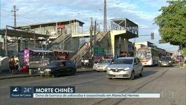 Chinês que vendia yakissoba é morto em Marechal Hermes. - O ambulante foi morto com dois tiros nas costas. A família diz que nada foi levado.