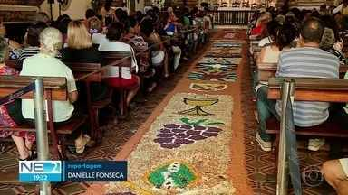 Missas e procissões marcam Corpus Christi no Recife - Tapetes tradicionais foram confeccionados em várias cidades