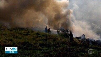 Incêndios atingem áreas de vegetação na zona norte de Presidente Prudente - Locais das chamas ficam perto de uma unidade de saúde.