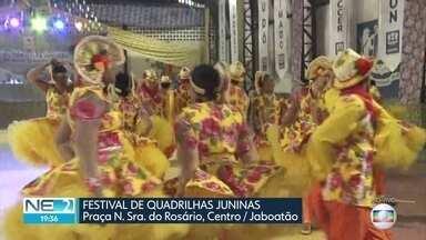 Shows e apresentações de quadrilhas marcam festejos juninos no Recife e em Jaboatão - No Sítio da Trindade, na capital pernambucana, comidas de origem afro são distribuídas para a população