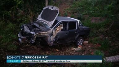 Acidente com quatro veículos deixa sete feridos em Irati - Acidente foi na BR-277, na madrugada de quinta.