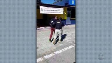 Polícia Rodoviária Federal prende uruguaio em flagrante por corrupção ativa - Ao ser parado por dirigir em alta velocidade, homem oferece dinheiro ao policial.