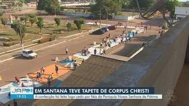 Confecção de tapetes é tradição em Santana para o dia de Corpus Christi - Dezenas de fieis reproduziram os tapetes em frente à igreja na cidade.