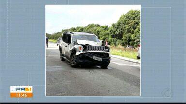Uma pessoa morre e outra fica ferida em acidente na BR-101, na Paraíba - Segundo a PRF, um carro estava parado no acostamento quando foi atingido por outro.