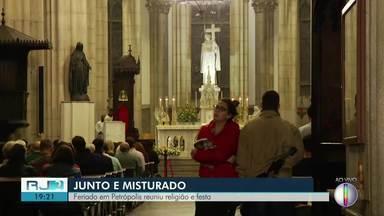 Feriado em Petrópolis, RJ, reuniu religião e festa - Assista a seguir.