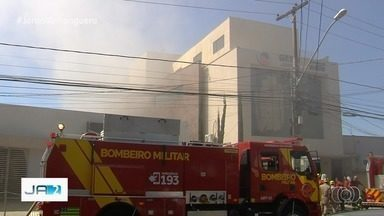 Incêndio atinge clínica de reabilitação de Goiânia - Funcionários e pacientes saíram da clínica a tempo e ninguém se feriu.