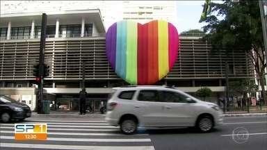 Parada LGBT mobiliza comércio e turismo em São Paulo - Professor de direito explica criminalização da homofobia
