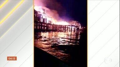 Incêndio atinge lojas e casas em povoado boliviano na fronteira com RO - Povoado de Buena Vista fica às margens do Rio Guaporé.