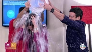 Internautas relembram momentos marcantes nos 7 anos de 'Encontro - Fátima comenta reencontro com menina que entrevistou em tragédia de 2010 e banho de gelo que levou ao vivo no programa