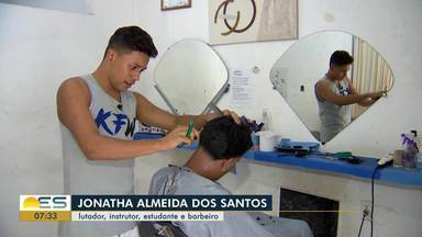Barbeiro e lutador de kickboxing: a estrada de Jonatha Almeida rumo ao mundial - Capixaba luta para conseguir apoio e dinheiro para poder despontar no esporte.
