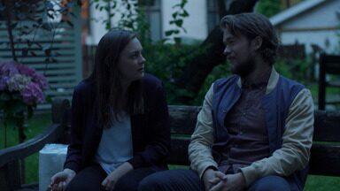 Episódio 1 - Elise passa em Oslo para renovar seu visto americano, Alex se candidata para a escola de teatro, e Nenne conhece alguém que pode ajudá-la a publicar um livro.