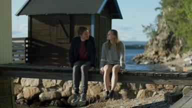 Episódio 4 - As meninas recebem um convite inesperado para uma viagem. Elas aproveitam a oportunidade para fugir de seus problemas.