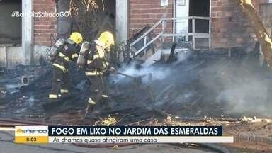 Incêndio assusta moradores e quase atinge casas em Goiânia - Fogo começou em lixo.