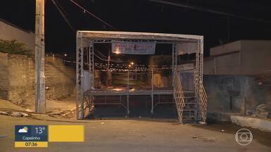 Tiroteio deixa mortos e feridos em Vespasiano, na Grande BH - De acordo com a PM, o crime aconteceu por volta das 23h deste domingo no bairro Vila Esportiva. Mais cedo, no local, houve uma festa junina.
