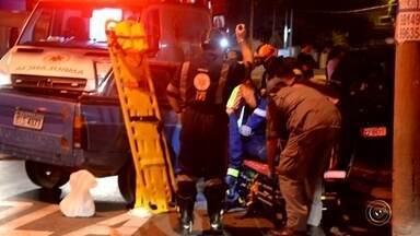 Duas pessoas ficaram feridas em um acidente entre um carro e uma camionete em Sorocaba - Duas pessoas tiveram ferimentos leves depois de se envolverem em um acidente em Sorocaba (SP), na noite desta terça-feira (2).