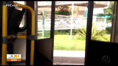 Telespectador flagra ônibus circulando com porta aberta, em Belém - Telespectador flagra ônibus circulando com porta aberta, em Belém