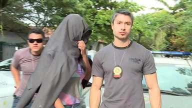 Operação mobiliza 300 agentes de segurança contra milícia em Itaboraí - Uma mega operação contra uma milícia que atua em Itaboraí terminou com 50 pessoas presas. O grupo era formado por PMs, ex-policiais e até advogados.